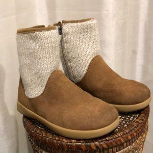 Little girls ugg boots size 10